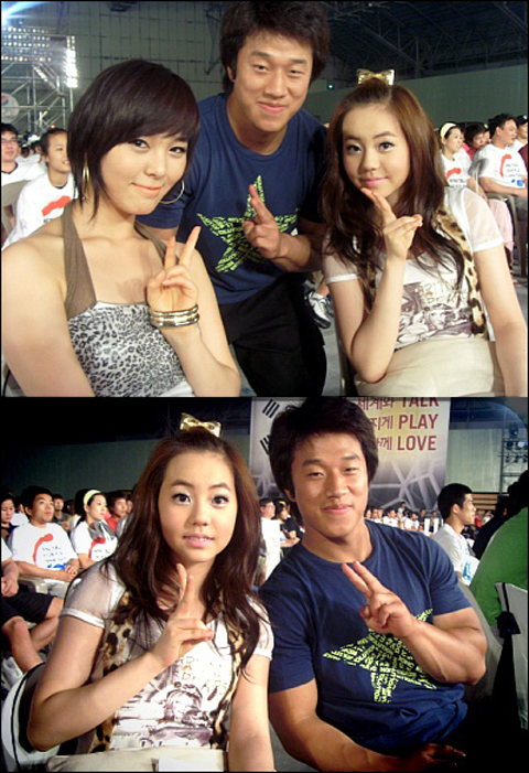 Weightlifter Sa Jae Hyouk posing with Sun Ye and So Hee
