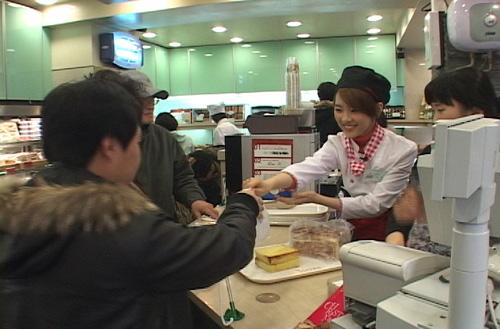 Sun Mi the cashier
